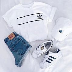 Imagem de adidas, outfit, and white Teen Fashion Outfits, Mode Outfits, Look Fashion, Fashion Clothes, Fall Outfits, Fashion Styles, Grunge Outfits, Fashion Women, Sporty Summer Outfits