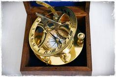Żeglarski kompas mosiężny z zegarem słonecznym w drewnianym pudełku, Zegar Dollonda, stylowy, morski zegar inklinacyjny z kompasem, prestiżowy prezent dla Żeglarza, marynistyczna dekoracja z mosiądzu i drewna, morski upominek w dobrym guście, nobilitujący element morskiej dekoracji biura lub domu, przedmiot z morską duszą, żeglarski dodatek  http://sklep.marynistyka.org/kompasy-i-busole-c-1.html  http://marynistyka.org