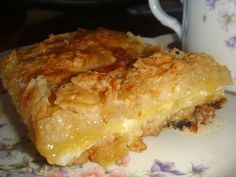 Dry apple and cinnamon cake simple, original and fast ✨ Apple Desserts, Apple Recipes, Vegan Desserts, Sweet Recipes, Dessert Recipes, Flan, Tortas Light, Kitchen Recipes, Cooking Recipes