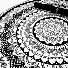 Pin by tanveer ahmed on art/mandala+zentangle in 2019 рисунк Mandala Doodle, Mandala Art, Mandala Design, Croquis Mandala, Mandalas Painting, Mandalas Drawing, Mandala Pattern, Zentangle Patterns, Doodle Art