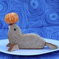 Foca sandiwich vertical divertida comida para niños infantil lindo funny food for kids Sandwich Upgrade: The Seal Cute Cute Snacks, Snacks To Make, Cute Food, Food Art For Kids, Cooking With Kids, Toddler Meals, Kids Meals, Kreative Snacks, Food Art