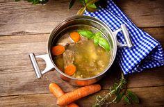 Sűrű, aranyszín vasárnapi húsleves négyféle húsból - Hagyományos recept