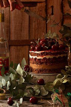 Conoce la auténtica receta de Tarta Selva Negra, con el toque de la trufa. Un sabor inigualable y la mejor tarta que habrás probado.