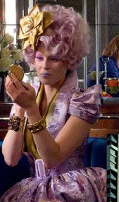 Here are several stills from different media like the Hunger Games Tribute Guide and Official Movie Illustrated Companion. Katniss and Peeta in the Tribute Apartment Cinna in the apartment P… New Hunger Games, Hunger Games Costume, Hunger Games Movies, Hunger Games Trilogy, Effie Trinket Costume, Tribute Von Panem, Theater, Cosplay Costume, Games Images