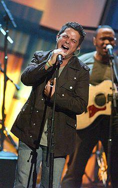 Solo el canta con tanta pasión!