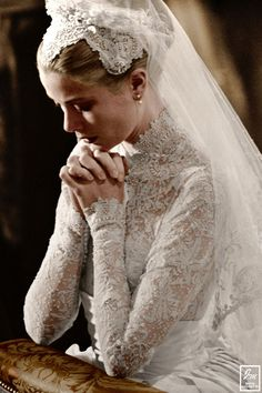 Grace Kelly - ślub kościelny z księciem Monako Rainierem III Bridal Wedding Dresses, White Wedding Dresses, Wedding Dress Styles, Grace Kelly Wedding, Royal Dresses, Princess Caroline, Royal Weddings, Classic Beauty, Marie