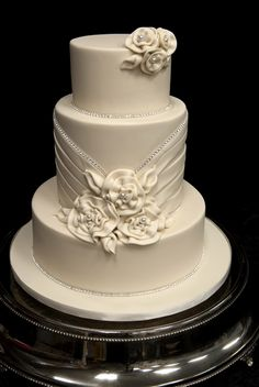 """So I'm going through kind of a bleak phase in my life, and looking at pictures of gorgeous cakes – like this one – makes me feel better. Someday I'll probably look back on this board and shudder though. (""""That time I went a little nuts and got obsessed with cake pictures."""") Cake by Elegant Temptations."""