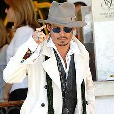 Johnny Depp-I want his look! Johnny Depp, Here's Johnny, Sharp Dressed Man, Well Dressed Men, Beautiful Men, Beautiful People, Kentucky, Rick Genest, Kit Harrington