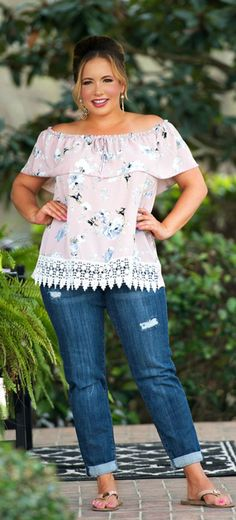 Perfectly Priscilla Boutique is the leading provider of women's trendy plus size clothing online. Our store specializes in one of a kind, plus size clothes. Love this top! Stylish Plus, Trendy Plus Size, Plus Size Tops, Plus Size Women, Plus Size Casual, Trend Fashion, Curvy Fashion, Fashion Outfits, Fashion Styles