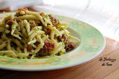 La pasta con prosciutto crudo e crema di zucchine è cremosa e buonissima! La dolcezza della zucchina e il salato del prosciutto crudo, stanno veramente bene insieme