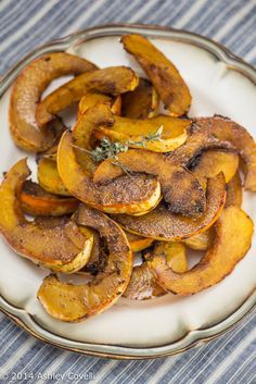 [AIP: pepper Stage mustard Stage try with ginger] Maple-Balsamic Roasted Carnival Squash Carnival Squash, Carnival Food, Sweet Dumpling Squash, Sweet Dumplings, Veggie Recipes, Healthy Dinner Recipes, Vegetarian Recipes, Kitchen Recipes, Cooking Recipes