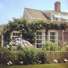 Planning a vacation to Nantucket! Nantucket Cottage, Nantucket Style, Nantucket Island, Beach Cottage Style, Cozy Cottage, Coastal Cottage, Coastal Living, Cottage Homes, Weekend Cottages