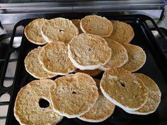 Friselle pugliesi fatte in casa. Da gustare con pomodorini, olio evo, origano, qualche foglia di ruchetta campestre e un pizzico di sale.