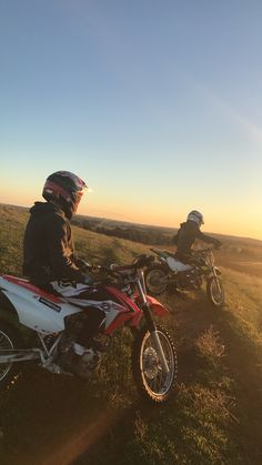 Fighetti - Motorcycles and good evening mood - Motocross ❤️ - # . - Motorrad - Fighetti – Motorcycles and good evening mood – Motocross ❤️ – # … – Beautiful motorcy - Couple Motocross, Motocross Girls, Bike Couple, Dirt Bike Girl, Fille Et Dirt Bike, Motocross Maschinen, Moto Enduro, Enduro Motorcycle, Motorcycle Photography