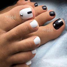 Make an original manicure for Valentine's Day - My Nails Pedicure Designs, Pedicure Nail Art, Toe Nail Designs, Toe Nail Art, Pretty Toe Nails, Cute Toe Nails, Gorgeous Nails, Hair And Nails, My Nails