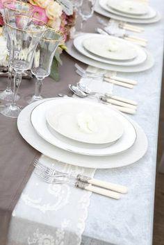 Mon Les belles maisons - Ideas con encaje Utiliza tiras de encaje en la manteleria de tu boda