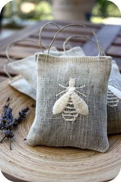 Sew French sachets with Bee embroidery Lavender Bags, Lavender Sachets, Embroidery Stitches, Hand Embroidery, Embroidery Designs, Fabric Crafts, Sewing Crafts, Sewing Projects, Diy Garden Projects