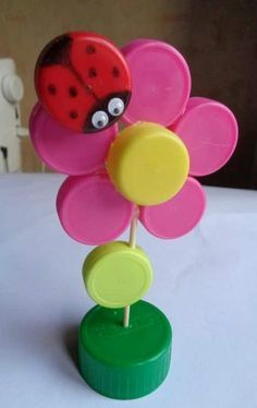 These are great for crafting with the kids or making elaborate creations. Recycling For Kids, Diy Recycling, Diy For Kids, Crafts For Kids, Water Bottle Caps, Plastic Bottle Caps, Bottle Cap Art, Diy Crafts Hacks, Diy And Crafts