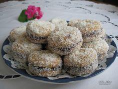 Gurabija - Albanian cookies with jam. Albanian Cuisine, Albanian Recipes, Albanian Food, Baking Recipes, Dessert Recipes, Jam Cookies, Mediterranean Recipes, International Recipes, Recipes