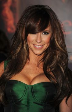 Jennifer Love Hewitt always has great hair! I can do without the raging boobs, but her hair looks good. Jennifer Love Hewitt, Jennifer Garner, Jennifer Aniston, Brown Hair With Highlights, Brown Hair Colors, Caramel Highlights, Subtle Highlights, Colored Highlights, Hair Colour