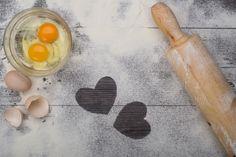 Discover thousands of free stock photos on Freepik Baking Wallpaper, Food Wallpaper, Logo Panaderia, Cake Background, Cupcake Invitations, Cake Icon, Cupcake Illustration, White Birthday Cakes, Bakery Logo Design