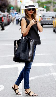 Miranda Kerr is probably one of the most stylish people, casual and fancy! Those shoes would look weird on me though. Moda Casual, Casual Chic, Casual Wear, Chic Chic, Street Mode, Street Chic, Mode Chic, Mode Style, Style Miranda Kerr