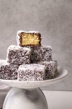 Chocolate Drip, Chocolate Icing, Chocolate Coating, Lamington Cake Recipe, Lamingtons Recipe, Tea Cakes, Cupcake Cakes, Cupcakes, Baking Recipes