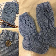 Ihan itse tehty: Villasukkia Suomi100 juhlavuotena 2017 syntyville Brazilian Embroidery, Kids And Parenting, Fingerless Gloves, Arm Warmers, Socks, Anton, Knitting, Fashion, Crochet Boots
