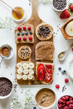 This Almond Butter Toast Bar is a wholesome buffet idea with endless possibiliti. , This Almond Butter Toast Bar is a wholesome buffet idea with endless possibilities! Gluten-free and vegan options. Vegetarian Breakfast, Breakfast Recipes, Breakfast Ideas, Healthiest Nut Butter, Tapas, Food Flatlay, Breakfast Toast, Comfort Food, Almond Butter