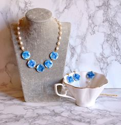 Blue roses jewelry set pearls necklace mother of pearls Mother Of Pearl Necklace, White Necklace, Mother Pearl, Beaded Necklace, Rose Jewelry, Pearl Jewelry, Jewelry Sets, Necklace For Neckline, Cardboard Jewelry Boxes