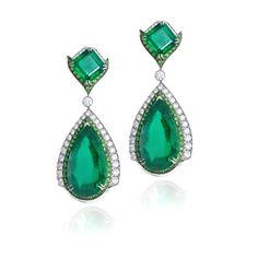The spectacular emerald earrings by Anna Hu worn by Emily Blunt at Cannes Emerald Necklace, Emerald Gemstone, Emerald Jewelry, Art Deco Earrings, Sapphire Earrings, Gemstone Earrings, Titanic Jewelry, Ruby Pendant, Fantasy Jewelry