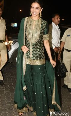 Explore the most extensive collection of Sabyasachi suits. His stylish outfits are must-haves for every ethnic wardrobe. Sharara Designs, Kurti Designs Party Wear, Indian Attire, Indian Ethnic Wear, Pakistani Outfits, Indian Outfits, Look 2018, Indian Designer Suits, Indian Designers