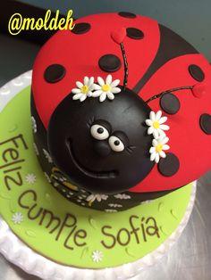 Pastel de Catarina con margaritas / Ladybug cake with daisies