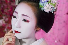 写真家の蜷川実花が「蜷川実花写真展 UTAGE 京都花街の夢」を、京都駅ビル内に位置する美術館「えき」KYOTOで開催。京都の花街や景色を撮影した新作を初公開する。会期は4月14日〜5月13日。 【美術手帖が運営するアートニュースサイト。アートを中心にクリエイティブ・マインドを刺激するコンテンツを発信します。】