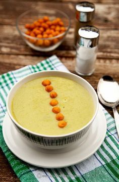Tasty green bean soup with leek cream. (in Romanian) Baby Food Recipes, Soup Recipes, Romanian Food, Romanian Recipes, Soup Beans, Leek Soup, Tasty, Yummy Food, Cream Soup