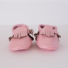 Super soft and durable leather soled shoes in sizes Available in a range of colours. Leather Moccasins, Baby Footwear, Baby Shoes, Rose, Clothes, Collection, Fashion, Outfits, Moda