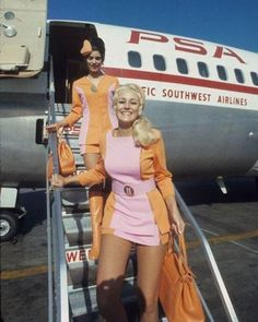 20 Electrifying Photos That Show the Reckless Side of the Past Derby, Ace Frehley, Cabin Crew, Flight Attendant, Airline Attendant, Historical Photos, Vintage Photos, 1970s, Retro Vintage