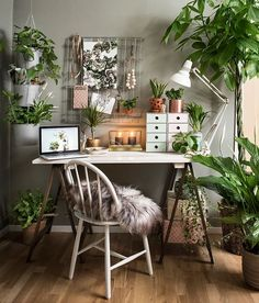 The right way to have a desk/home work space. Lots of life (plants) around and simple warm touches!