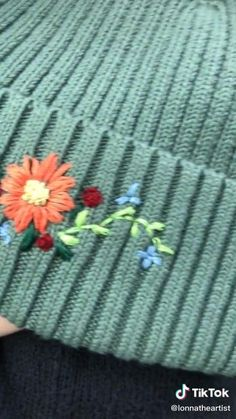 Diy Embroidery Shirt, Embroidery Stitches Tutorial, Simple Embroidery, Hand Embroidery Stitches, Embroidery Hoop Art, Hand Embroidery Designs, Cross Stitch Embroidery, Crochet, Hacks Videos