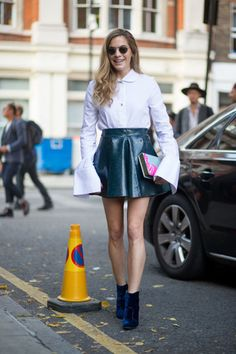 leather-patent-leather-skirt-twirl-skirt-flare-sleeves-vell-sleeves-velvet-booties-emerald-greend-vhelsea-leyland-lfw-street-style-via-harpersbazaar.com_