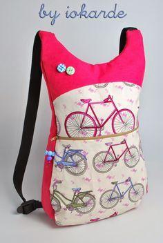 Buenos días, os enseño una nueva mochila forradita, espero que hayáis puesto en práctica el tutorial que publiqué aquí ... ja,ja,ja. Ahí v... Mochila Tutorial, Fabric Tote Bags, Bag Patterns To Sew, Backpack Purse, Zipper Bags, Shoulder Handbags, Fabric Crafts, Fashion Bags, Purses And Bags