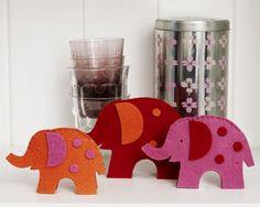 Finurlig elefant i filt  http://www.hendesverden.dk/handarbejde/hobby/Finurlig-elefant-i-filt/