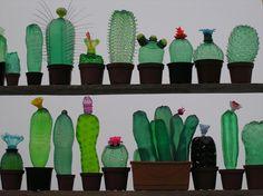 Série de cactus réalisés avec des bouteilles en plastique recyclées