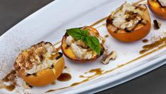 Grilled peaches with salted bourbon Cookie Desserts, No Bake Desserts, Baking Desserts, Recipes With Mascarpone Cheese, Marilyn Denis Recipes, Bourbon Sauce, Grilled Peaches, Food Shows, Cooking Time