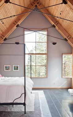 Tahoe ridge house - Love the exposed trusses.
