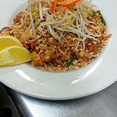 #IluvThaiFood. #Lakesidepakenham. #Pakenhamvictoria. #Pakenham. #THAIRESTAURANT. #thaifood. #THAILAND. .#Yummy. #IloveThailand - 3件のもぐもぐ - Pad Thai noodle. by Joey Tavares Lim