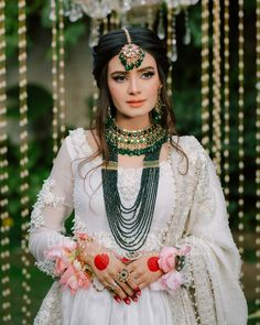Pakistani Bridal Jewelry, Indian Bridal Jewelry Sets, Indian Jewellery Design, Stylish Dresses For Girls, Girls Dresses, Beautiful Indian Brides, Beautiful Gorgeous, Nikkah Dress, Bridal Makeover
