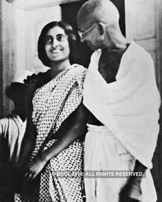 A file photo of Jawaharlal Nehru's daughter Indira Gandhi and the father of the nation Mahatma Gandhi in Bombay - Photogallery Indira Gandhi, Rare Photos, Old Photos, Life Of Mahatma Gandhi, 21 Day Fast, Jawaharlal Nehru, The Iron Lady, History Of India, Times Of India