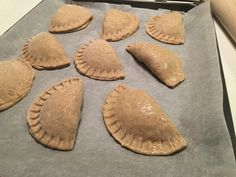 Form til pirogger og ravioli - 3 stk. for lette og lækre resultater Greek Recipes, Ravioli, Apple Pie, Snacks, Cookies, Desserts, Ene, Food, Crack Crackers