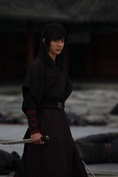 Yeo Woon is kind of a badass even if it's hard to take him seriously with that ridiculous hair. Everyone else in the series has a respectable haircut except Dong Soo, Yeo Woon and Cho Rip... You know... The three main dudes. Goddamnit Korea. Pretty sure perms and faux mullets aren't period.